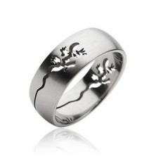Stainless steel ring with cut-out lizard