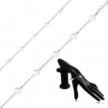 Steel bracelet in a silver colour, pearlescent beads on a chain