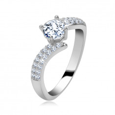 Engagement ring made of 925 silver, shiny zircon shoulders, round clear zircons in the middle